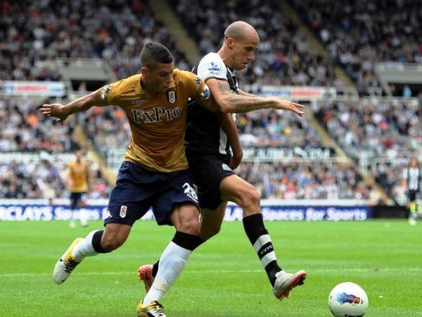 MANTIENEN EL PASO. Newcastle no le pierde pisada a los líderes tras derrotar 2-1 al Fulham. (Foto: AFP)