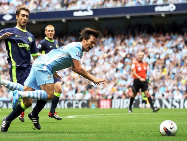 ESE KUN. No solo el argentino se lleva los aplausos en Manchester, David Silva se establece fecha a fecha como protagonista del cuadro dirigido por Roberto Mancini. (Foto: AP)