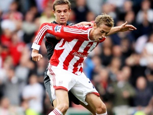 EN LISTA. Stoke City derroto a Liverpool con un gol de penal y luego tuvo que aguantar la embestida del elenco rojo. (Foto: AP)