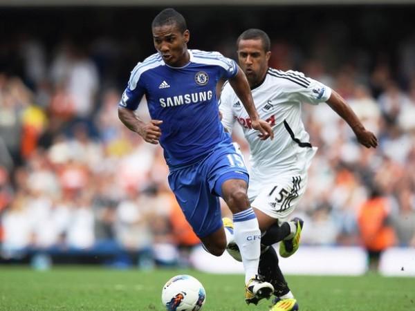 SE PONE MALO. Chelsea humilló a Swansea City en casa. A pesar de contar con uno menos desde los 34' por expulsión de Fernando Torres, los blues fueron superiores siempre. (Foto: AFP )