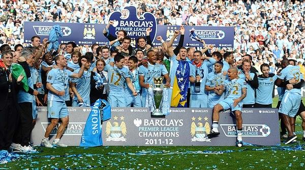 El sufrimiento del último partido colaboró para que los festejos en la mitad celeste de Manchester fueran a todo dar tras el título de la Premier para el City (Foto: AFP)