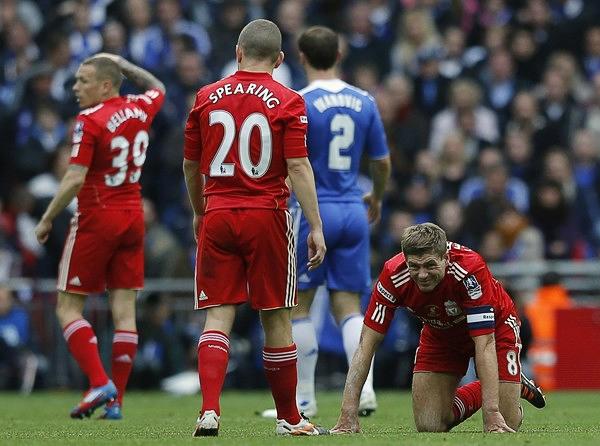 Sin soluciones ni respuestas, así quedó un club tan histórico como el Liverpool que en la Premier se quedó con muy poco para recordar (Foto: Reuters)