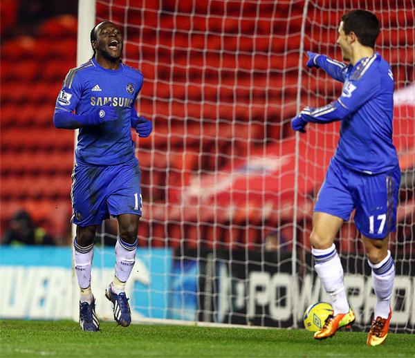 La figura de Víctor Moses va en ascenso con el Chelsea que ahora con José Mourinho tendrá una mayor exigencia en la ofensiva de los blues (Foto: AFP)