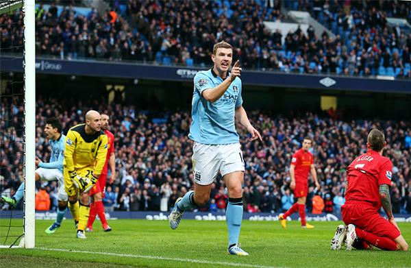 Los goles que Edin Dzeko anotó en su segunda temporada con el City fueron vitales para que se procamaran campeones de la Premier League (Foto: AFP)