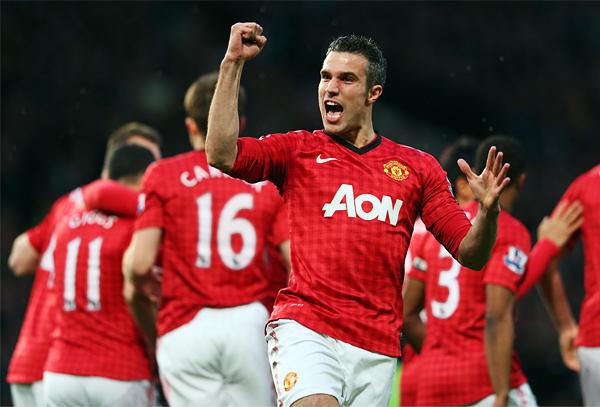 Van Persie cambió de tienda pero siguió celebrando -hasta más- goles. (Foto: AFP)