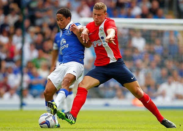 Everton cambió de técnico pero la base de su plantel, con Steven Pienaar como destacado, sigue para llevar cada vez más arriba al equipo (Foto: AFP)