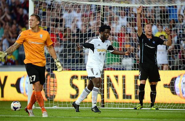 Wilfried Bony quiere reeditar su última campaña con más goles, ahora con las sedas del Swansea y en un fútbol más exigente como el inglés (Foto: AFP)