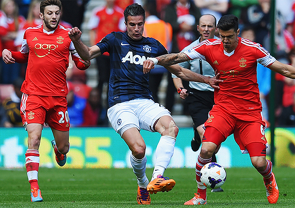 Los goles de Robin van Persie se hicieron notar por su ausencia en Manchester United que sufrió como hace mucho no hacía en un campeonato (Foto: premierleague.com)