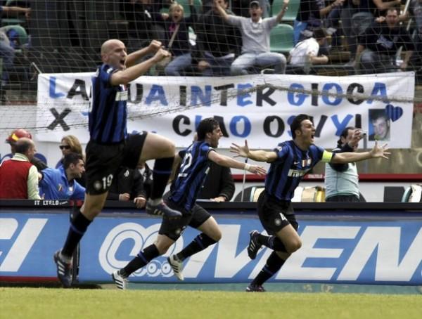 El éxtasis interista apenas acabado el partido con el Siena. Un justo campeón (Foto: Reuters)
