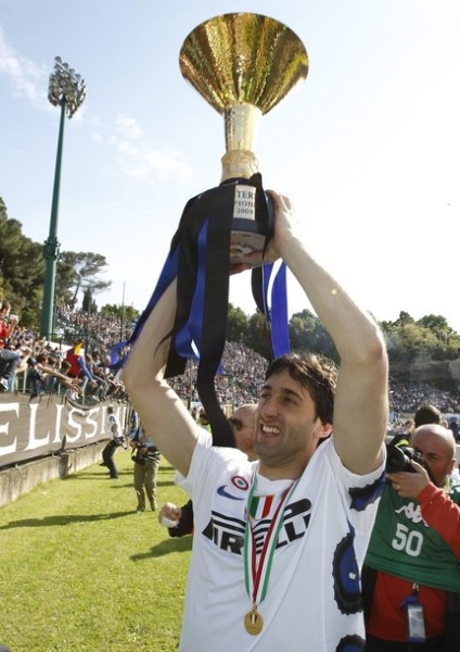 Milito, un hombre que pagó con creces -y goles- la inversión hecha por el Inter en él (Foto: Reuters)