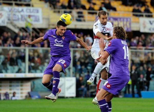 VIERON LA LUZ. La Fiorentina de Juan Vargas se reencontró con la victoria tras imponerse por la mínima ante el Genoa. (Foto: AP )