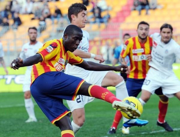 EL CLUB DE LA PELEA. Lecce y Cesena no pasaron del empate 1-1 y siguen en los últimos lugares del Calcio. (Foto: AP )