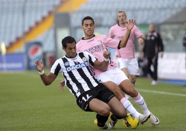 A LA CAZA DEL LÍDER. Udinese se impuso por 1-0 al Palermo y sigue muy de cerca a la 'Juve'. (Foto: AP )