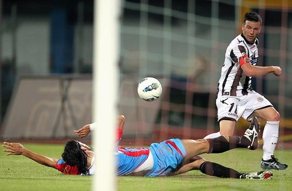 Si bien sus goles esta vez no le alcanzaron para estar al tope entre los goleadores, Antonio di Natale volvió a ser pieza clave para que el Udinese accediera otra vez a un torneo europeo (Foto: AFP)