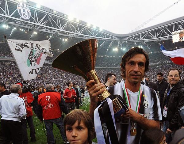 Como todo jugador de amplia experiencia, Andrea Pirlo no tuvo mejor forma de darle la contra a las críticas sobre su edad con un buen juego y el título logrado con la Juventus (Foto: AFP)