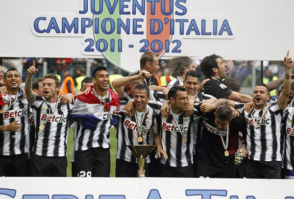 Sufrió en su momento con el descenso, pero ahora la Juventus celebra por un título del Calcio que se hizo esperar en Turín (Foto: Reuters)