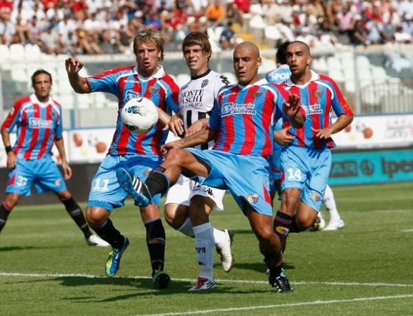 UN FRIO INICIO. Catania y Siena no se hicieron daño. Ambos equipos igualaron 0-0. (Foto: AP )