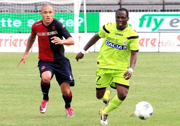 SOÑADORES. Otro empate que invitó a la siesta fue el de Cagliari y Udinese. Ambos no arriesgaron y terminaron en cero. (Foto: AP )