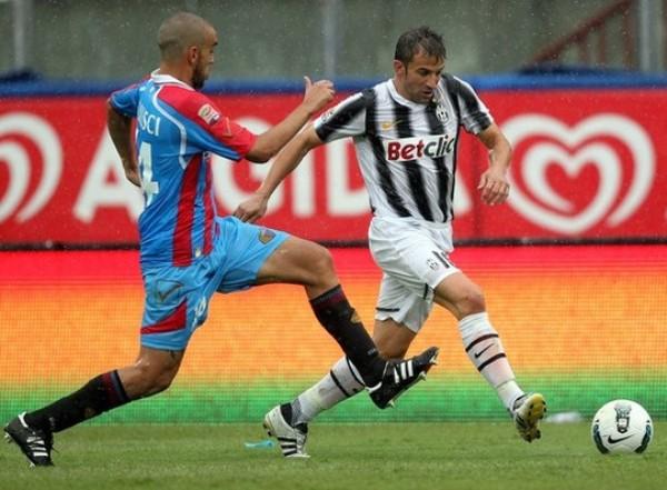NO HAY CATANIA. El equipo de los argentinos, Catania, vencía con tanto de Gonzalo Bergessio, pero la 'Juve' consiguió el empate con tanto de Krasic, y pudo ganarlo sobre el final. (Foto: AP )