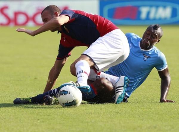 LO SORPRENDIERON. La Lazio cayó en condición de local ante el Genoa por 1-2.(Foto: AP )