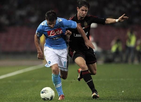 SALUDOS AL LÍDER.  El Nápoles encabeza el torneo tras imponerse con autoridad ante el Milan. (Foto: AP )
