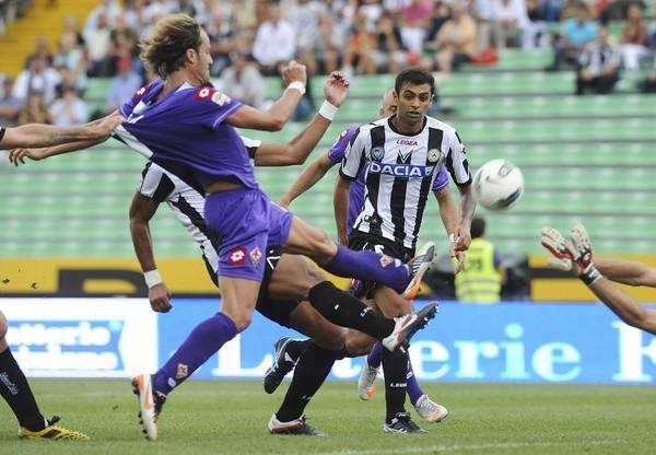 SE QUEDARON SIN NADA. La Fiorentina de Juan Vargas no pudo sumar en su visita al Udinese y cayó por 0-2. (Foto: AP )