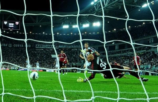 TOMA LA PUNTA. En el partido más esperado de la fecha, la 'Juve' se impuso 2-0 al Milán y trepó al primer lugar de la tabla. (Foto: AP )