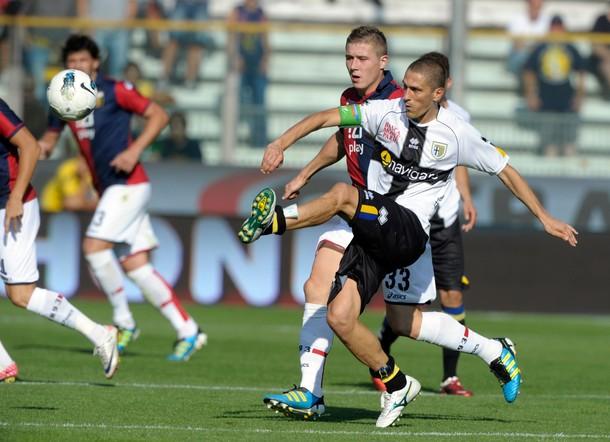 EL SABOR DEL TRIUNFO. El Parma logró su segunda victoria en el torneo tras imponerse 3-1 ane el Genoa. (Foto: AP )