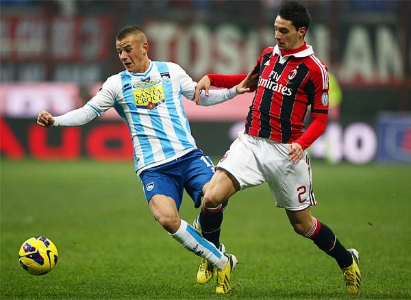 El Milan tiene a Mattia de Sciglio como una nueva figura en la defensa que busca recuperar la solidez de antaño para aspirar a un nuevo título (Foto: AFP)