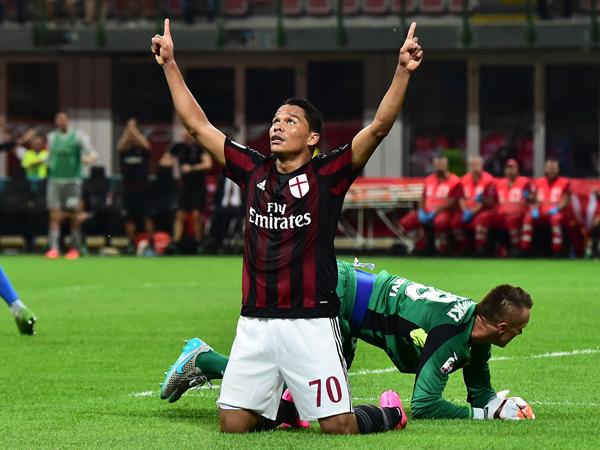 Carlos Bacca fue goleador de AC Milan con 18 tantos en 36 partidos. (Foto: AFP)
