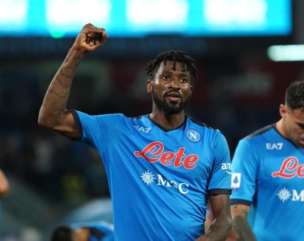 Zambo Anguissa pasó del ascenso inglés a expectativas altas con el Napoli. (Foto: AFP)