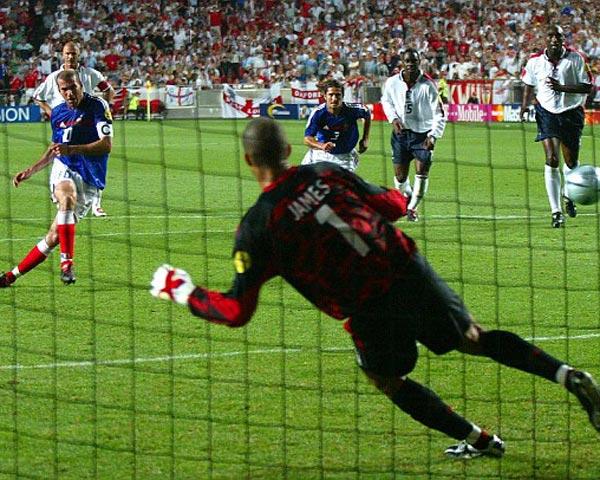Como en la Euro 2004, Francia e Inglaterra se volverán a topar en un mismo grupo (Foto: AP)