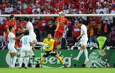 Gol anulado a Pepe por posición adelantada. El zaguero fue el mejor del campo (Foto: EMPICS)
