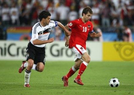 Choque de cerebros: Ballack e Ivanschitz. Ganó el alemán (Foto: EMPICS)