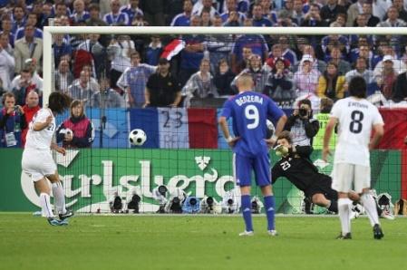 Pirlo marcó de penal el primero para Italia (Foto: EMPICS)