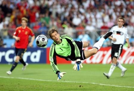 A Lehmann le quedó poco más que volar y recriminar frecuentemente a sus defensas (Foto: EMPICS)