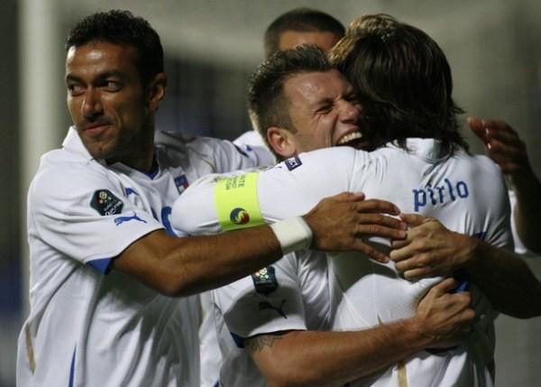 Una remozada Italia es la que expondrá su fútbol en Polonia y Ucrania. Su primer objetivo es tumbarse a España (Foto: AFP)
