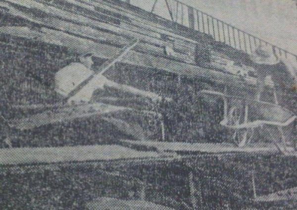 Trabajos de reconstrucción del estadio luego de los desmanes producidos durante el encuentro (Recorte: diario La Crónica)