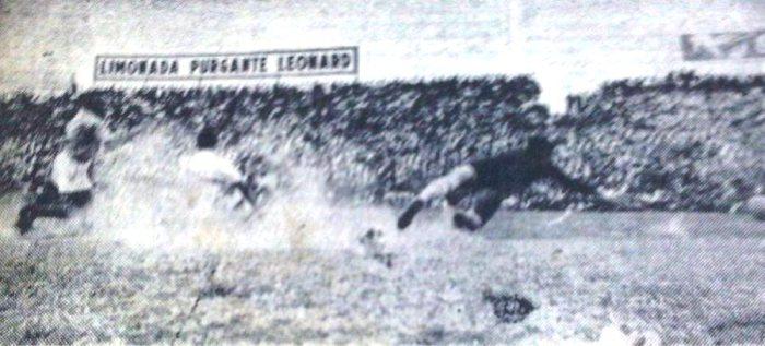 El único gol de la 'U' en la jornada. Gómez Sánchez irrumpe y bate a Gijo (Recorte: diario La Crónica)