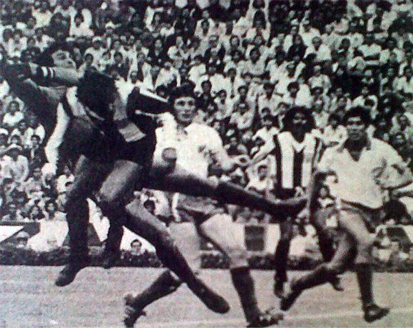 Gol de Juan Rivero, de cabeza, para sellar el empate 2-2 entre Alianza y Nacional. (Foto: diario La Crónica)