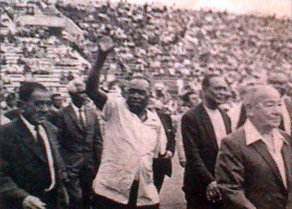 Don José María Lavalle, mítico puntero derecho de Alianza Lima, fue el más aplaudido en la jornada inaugural de Matute. (Foto: diario La Crónica)