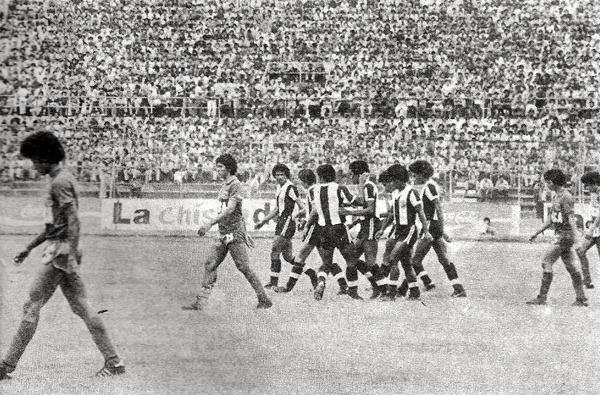 Alianza celebra el gol que abrió la segunda jornada, obra de William Huapaya (Recorte: revista Ovación)