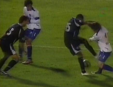 Terrible falta de Guizasola que terminó generando el empate de Nacional (Captura: Gol TV)