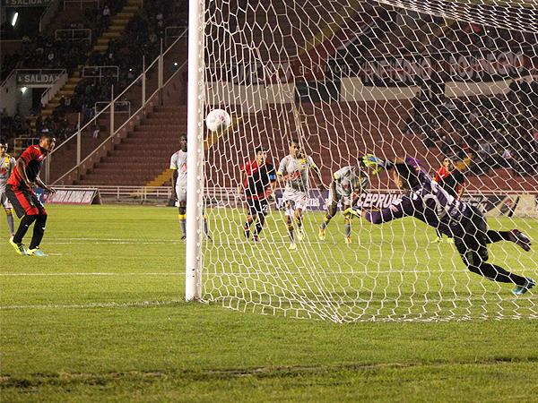 Nelinho Quina fue uno de los que arrancó en la oncena de Melgar y también pudo anotar un gol (Foto: prensa FBC Melgar)
