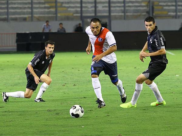 Manuel Ugaz fue lo más bajo que mostró el conjunto 'edil'. Su experiencia nos estuvo a la altura del partido (Foto: Andina)
