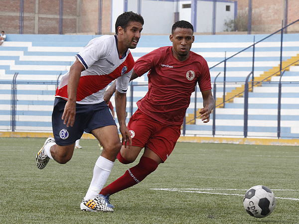 Renato Zapata ingresó en la segunda etapa para colaborar con la defensa de León (Foto: loslocosdesiempre.com)