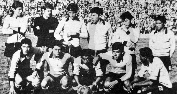 Equipo de Unión Ocopilla que en aquel 'Mundialito' se presentó por última vez en un torneo antes de su retiro del fútbol (Recorte: diario La Crónica)