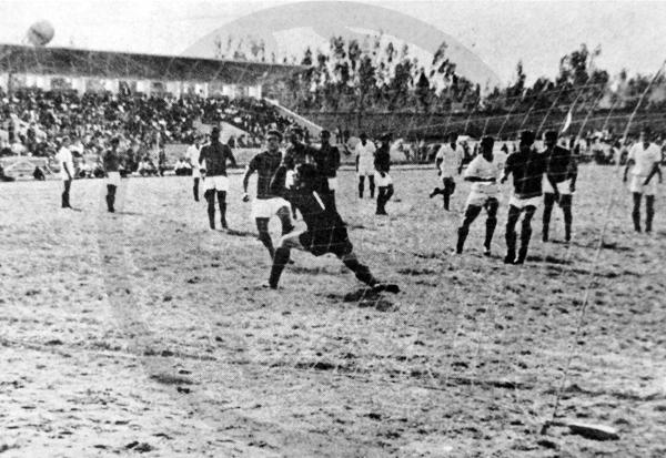 El estadio de Huancayo recibió el partido en el que Universitario venció al SIMA en la primera fecha del 'Mundialito' (Recorte: diario La Crónica)