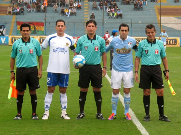 HOMBRES DE PESO. Miguel Ximenez y Armando Gonzales capitaneando a sus respectivos elencos. (Foto: José Salcedo / DeChalaca.com)