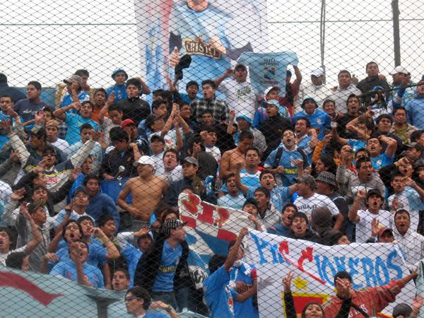 GRITO TOTAL. El Extremo Celeste se une a la celebración con sus cánticos y apoyo incondicional. (Foto: José Salcedo / DeChalaca.com)